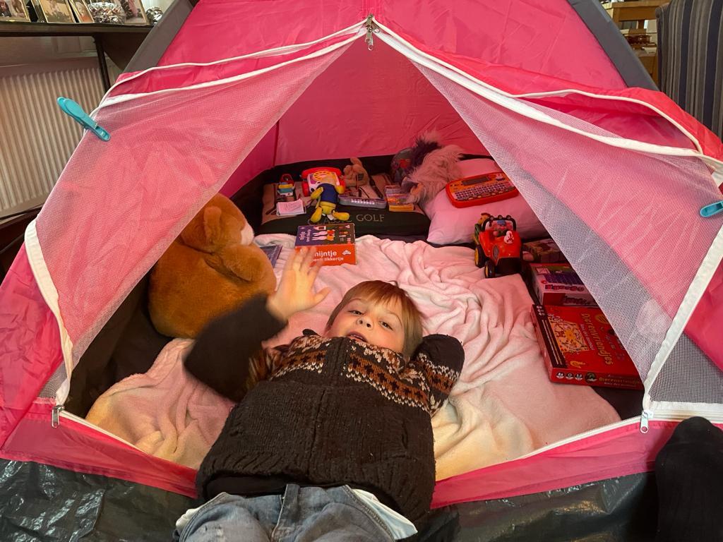 Slapen in de tent bij opa en oma