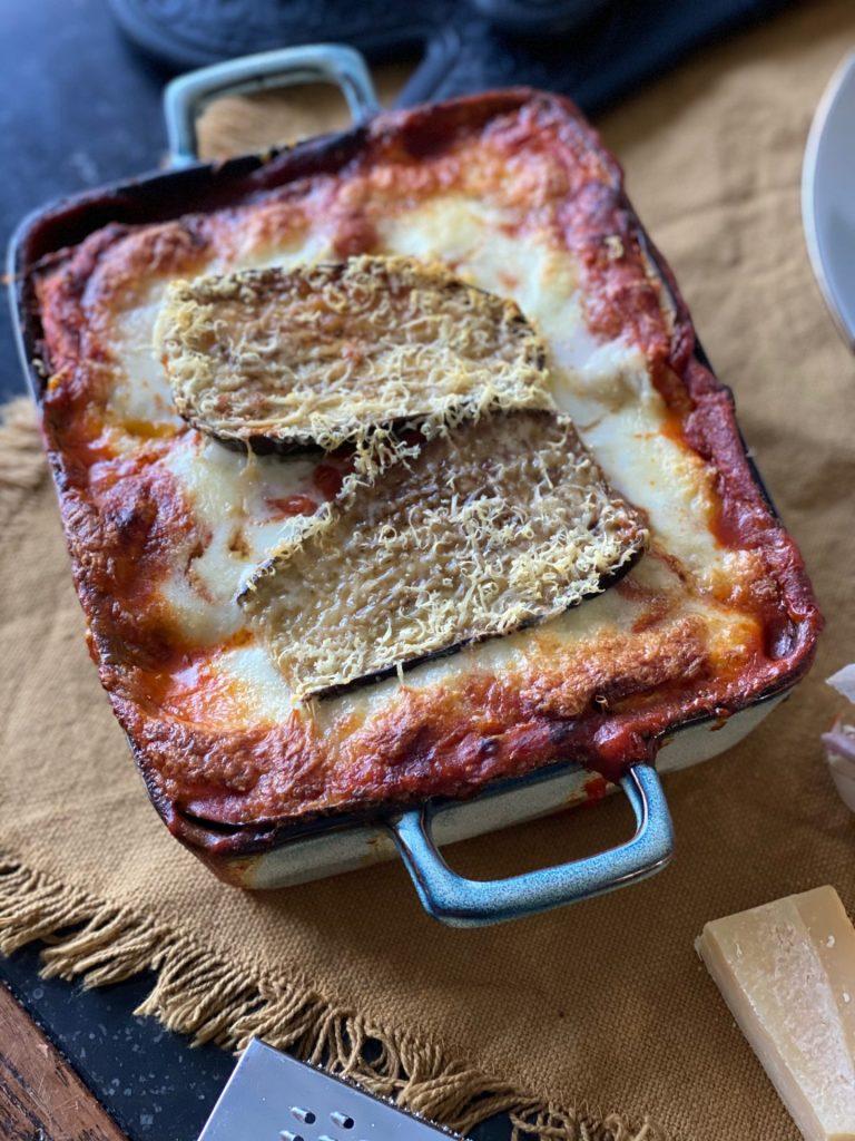 Melanzane alla parmigiana - Italiaanse aubergine ovenschotel - Recept van Foodblog Foodinista