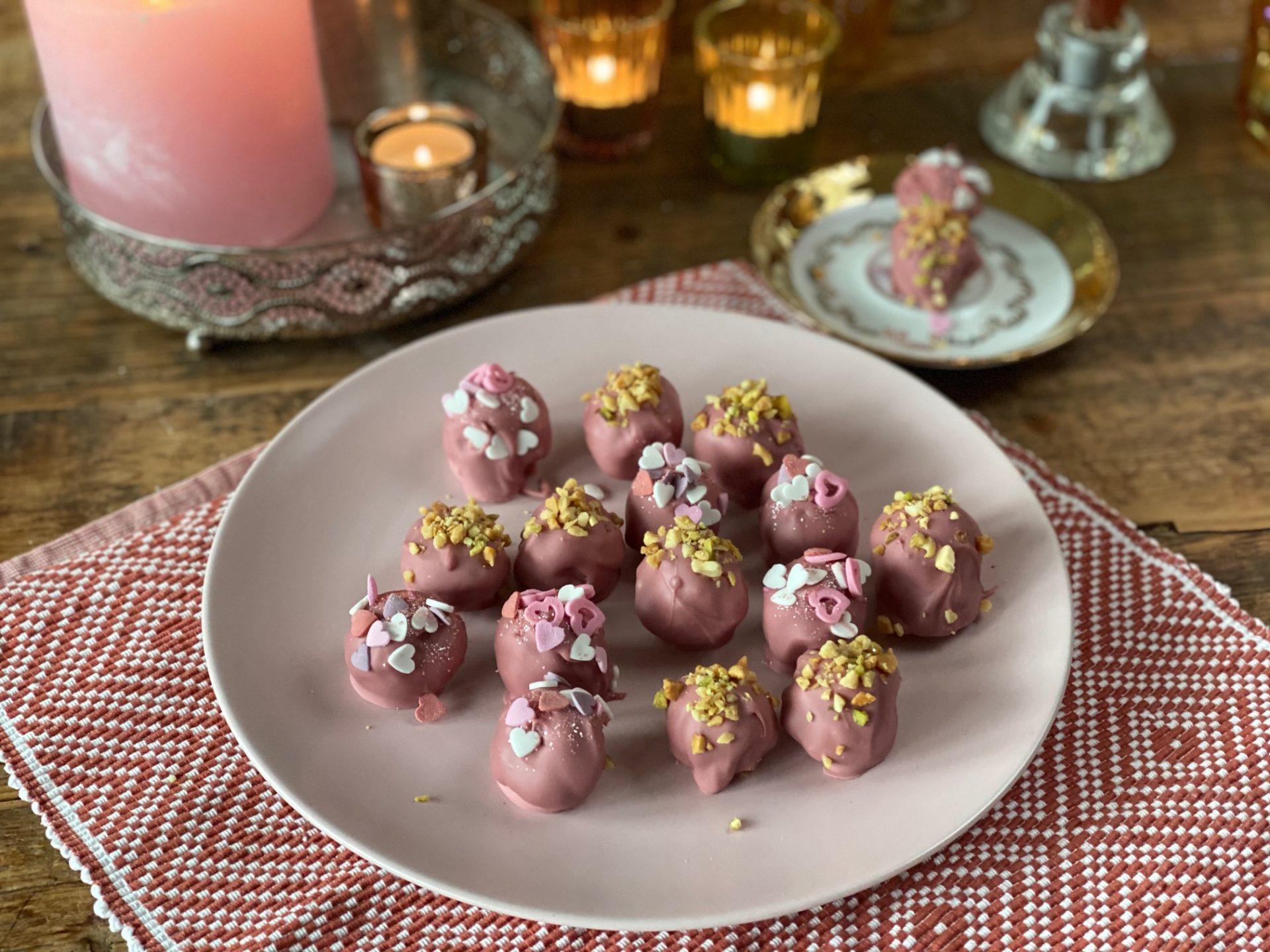 Valentijnstruffels met red velvet, mascarpone en pistache - Valentijnsrecept van Foodblog Foodinista
