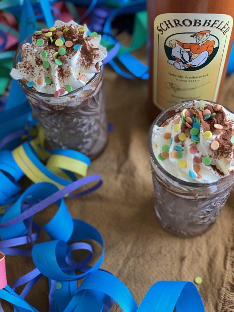 Warme Chocolademelk met Schrobbelèr - Recept voor carnaval - Foodblog Foodinista
