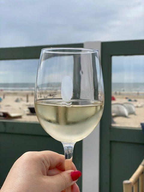 Drankje drinken aan zee bij Safari Lodge in Zandvoort - Haarlem de stad aan de kust - Weekendje weg tips van Foodinista