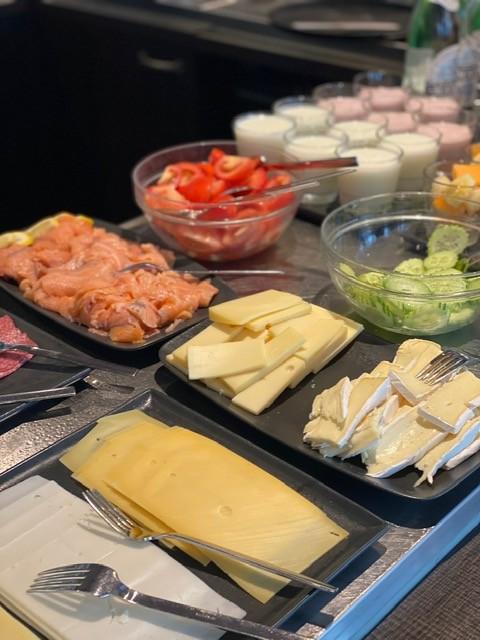 Uitgebreid ontbijt buffet bij Hotel Lion D'Or in Haarlem - Ontbijt tips in Haarlem van Foodinista