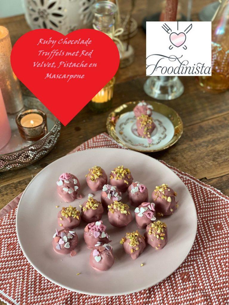 Ruby Chocolade bonbons met Red Velvet, Pistache en Mascarpone