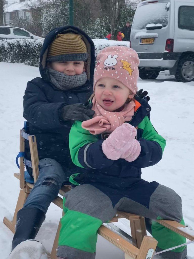 Samen op de slee - Sneeuw in Februari