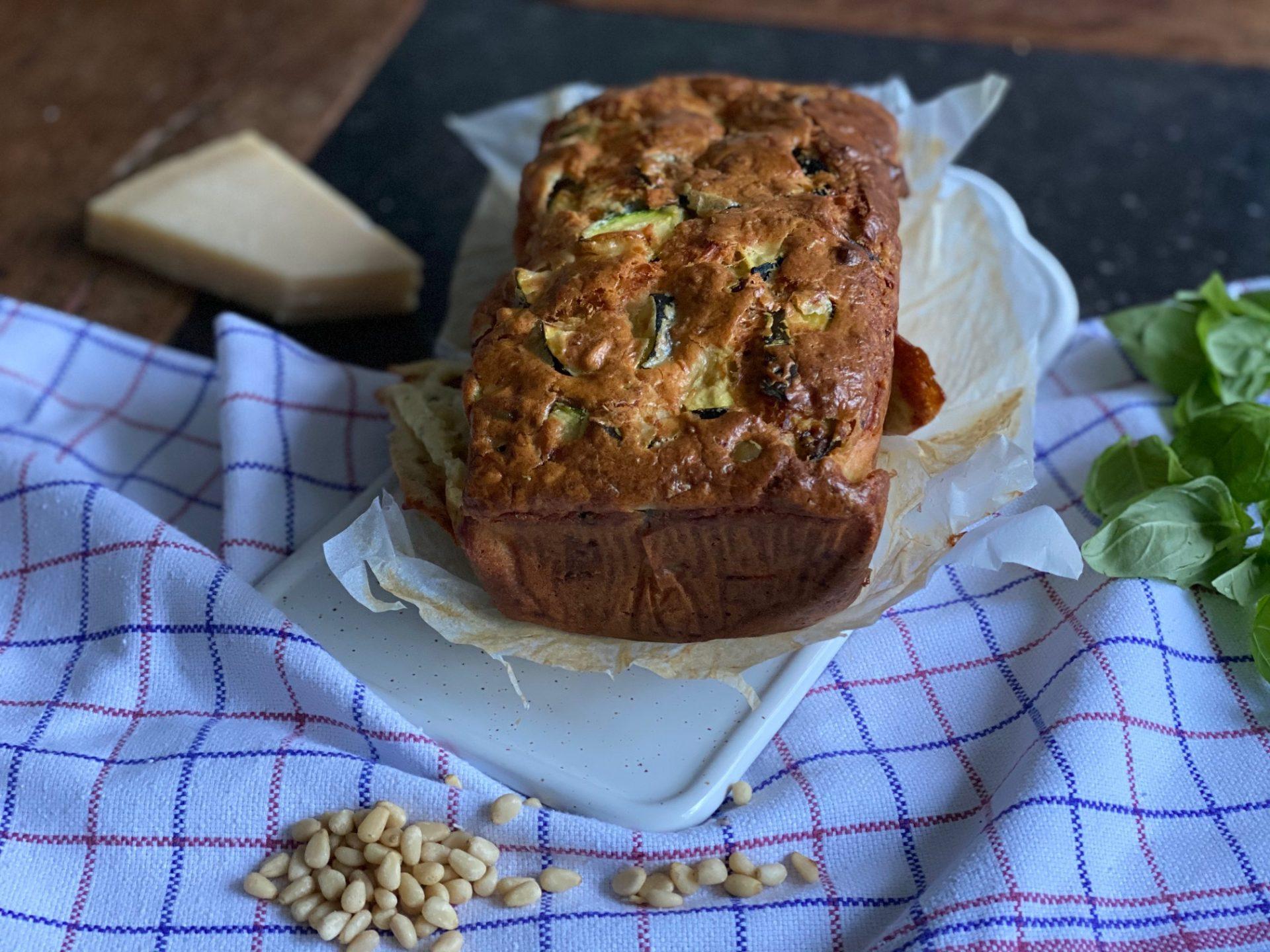 Italiaanse aperitief cake met courgette, Parmezaan en basilicum - Foodblog Foodinista
