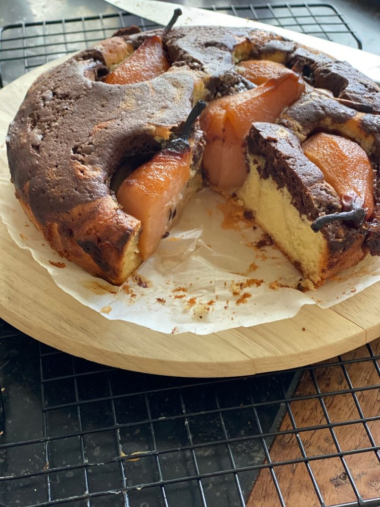 Chocolade marmercake met stoofpeertjes in Licor 43 - Foodblog Foodinista