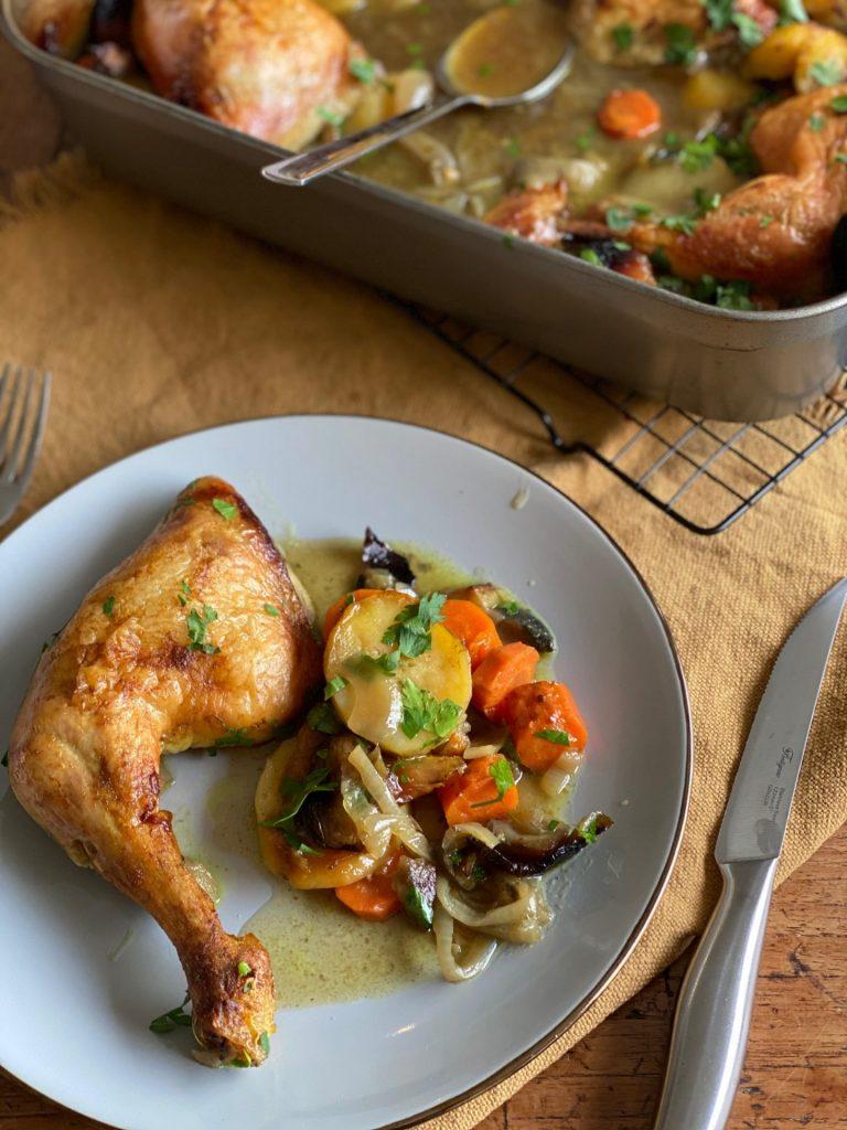 Tajine bakplaat met kip in ras el hanout, abrikozen en appel - Bakplaat recept van Foodblog Foodinista