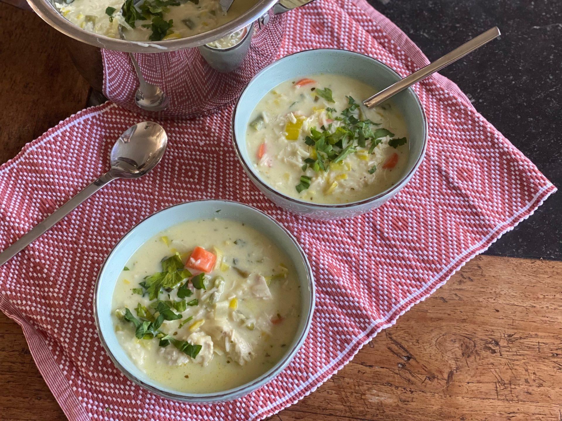 Romige kippensoep met veel groente - Foodblog Foodinista