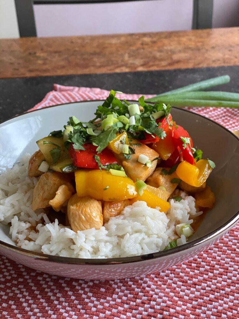 Kip in zoetzure saus met ananas en rijst - Foodblog Foodinista