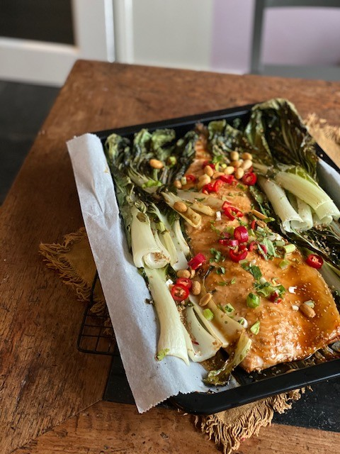 Aziatische zalm uit de oven met paksoi - Foodblog Foodinista