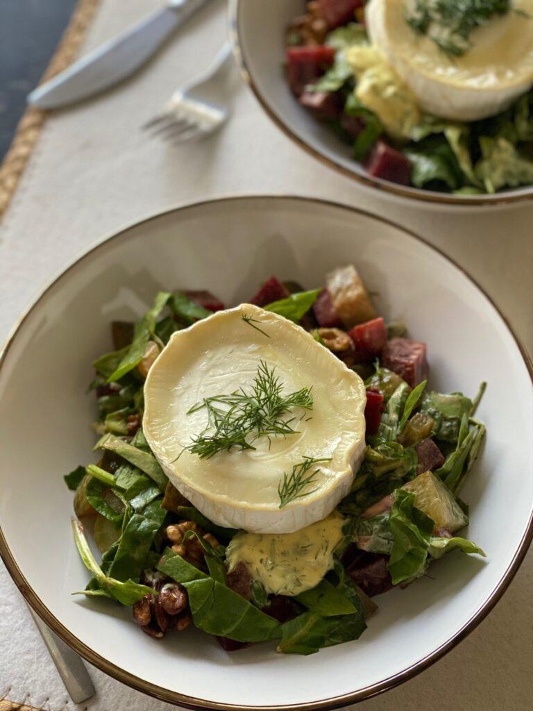 Salade met geitenkaas, bietjes en walnoten met mosterddressing - Foodblog Foodinista