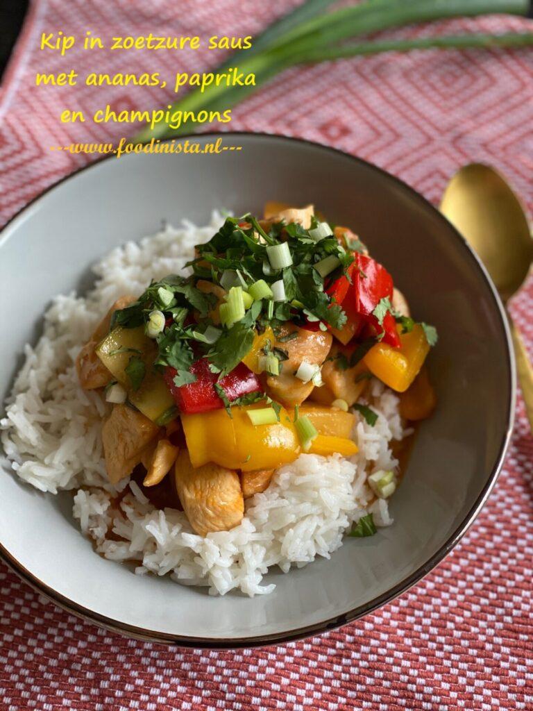 Kip in zoetzure saus met champignons, paprika en ananas - Recept zonder pakjes en zakjes - Foodblog Foodinista