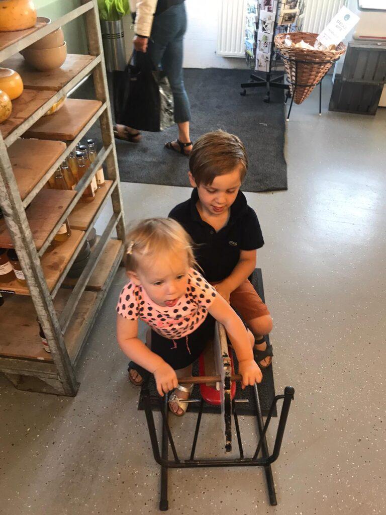 Spelen bij Boerderij Schellach - Vakantie tips met kinderen in Zeeland
