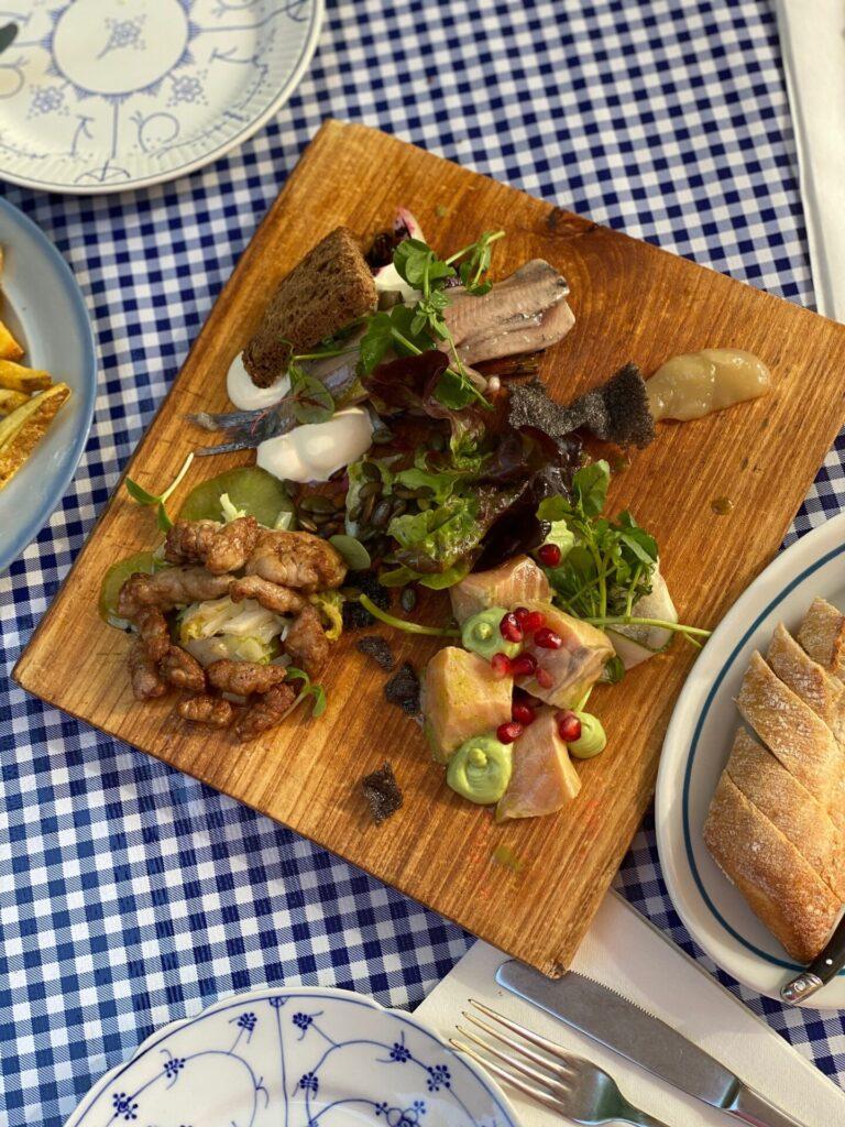 Voorgerechten plank samenstellen bij Houtzaagwerf - Restaurant tips in Zeeland