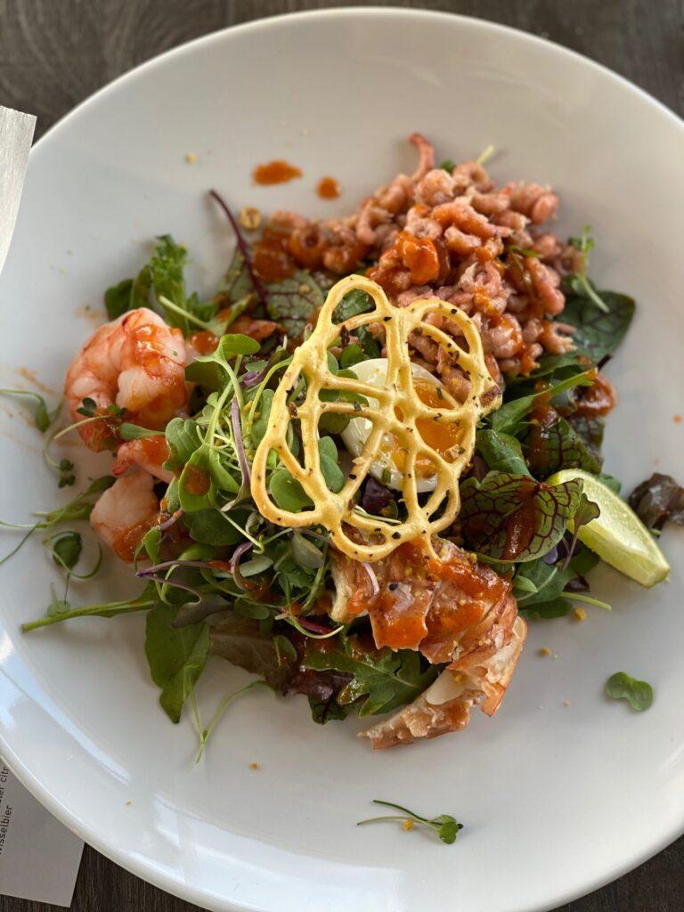 Luxe vis salade bij Seafarm restaurant in Kamperland - Lekker eten en drinken in Zeeland