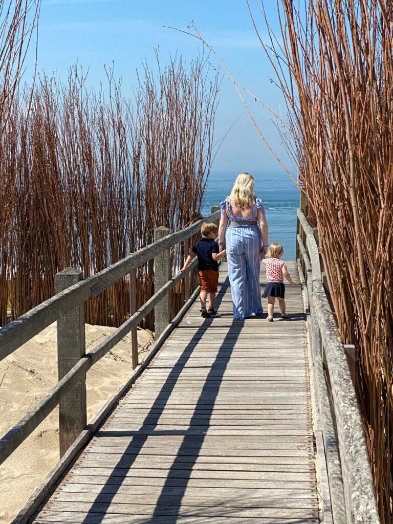 Foto hotspots bij BomBaai BeachBar Westkapelle met kinderen in Zeeland