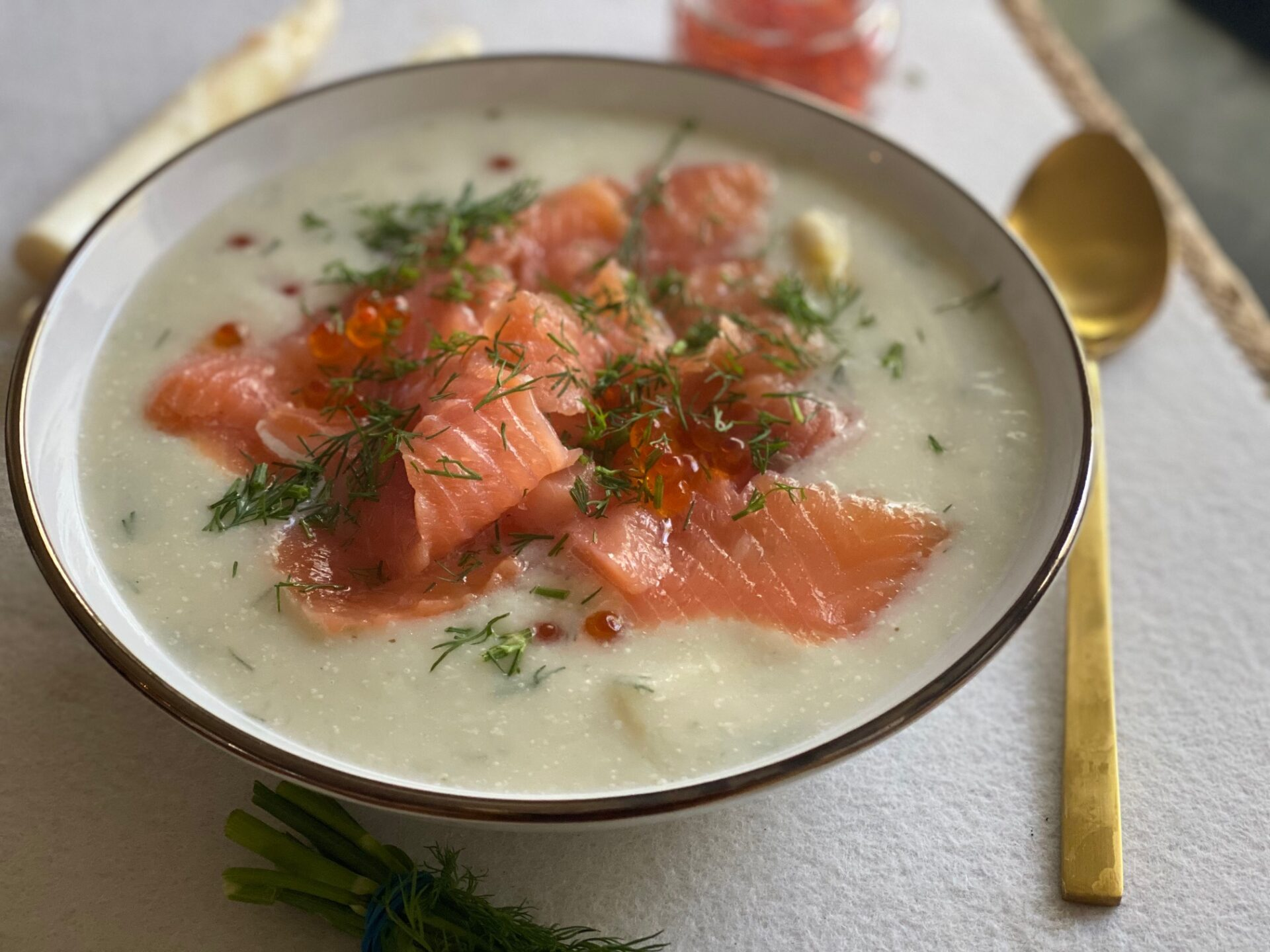 Asperge roomsoep met gravad lax - Zelf aspergesoep maken - Foodblog Foodinista
