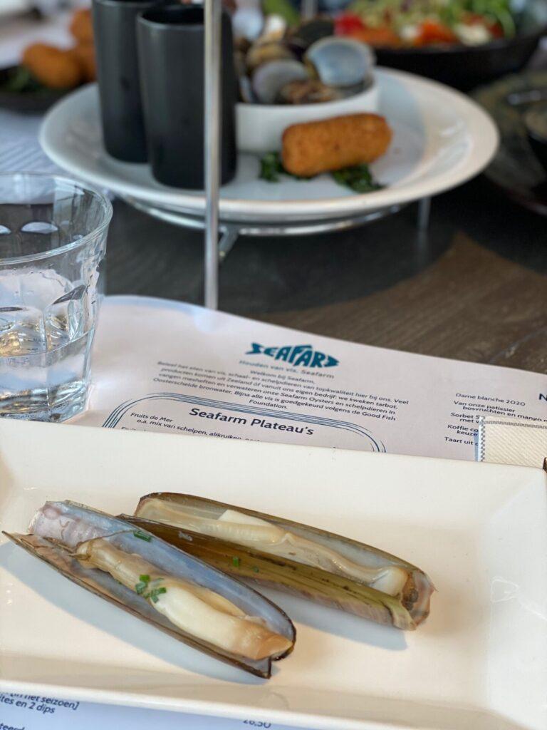 Scheermessen eten in Zeeland bij Seafarm - Restaurant tips in Zeeland van Foodinista