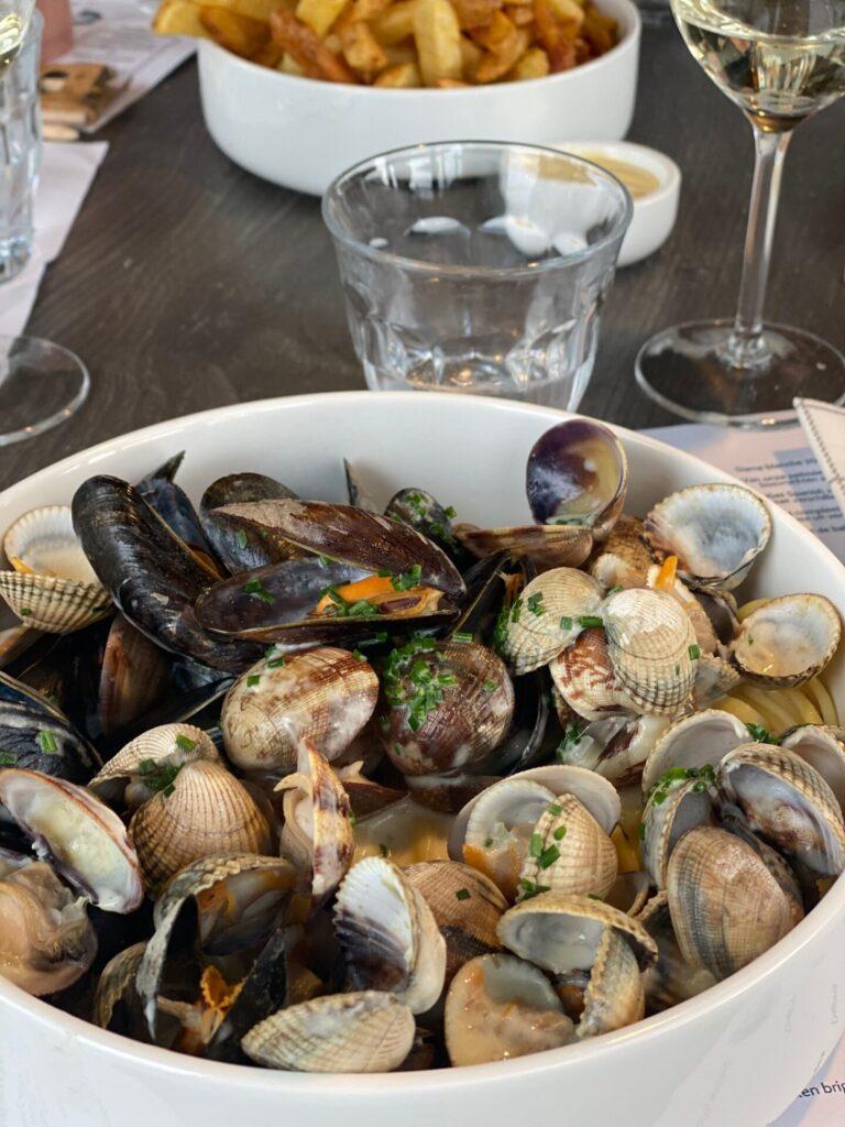 Pasta met zeeschelpjes bij Restaurant Seafarm in Zeeland - Restaurant tips in Zeeland Foodinista