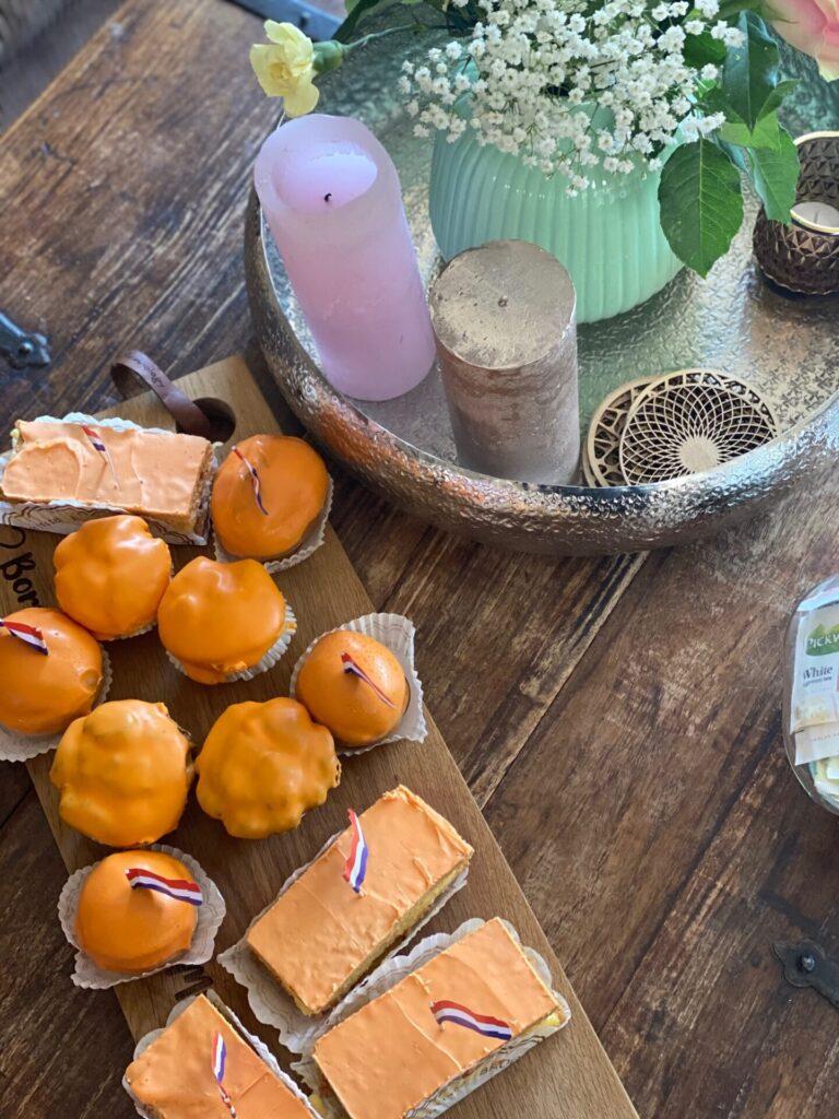 Oranje tompouche, oranje soes of oranje cupcake voor Koningsdag