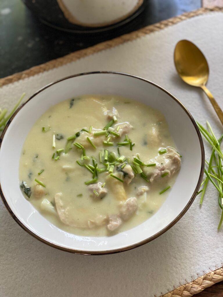 Kippensoep met asperges en tuinkruiden - Foodblog Foodinista