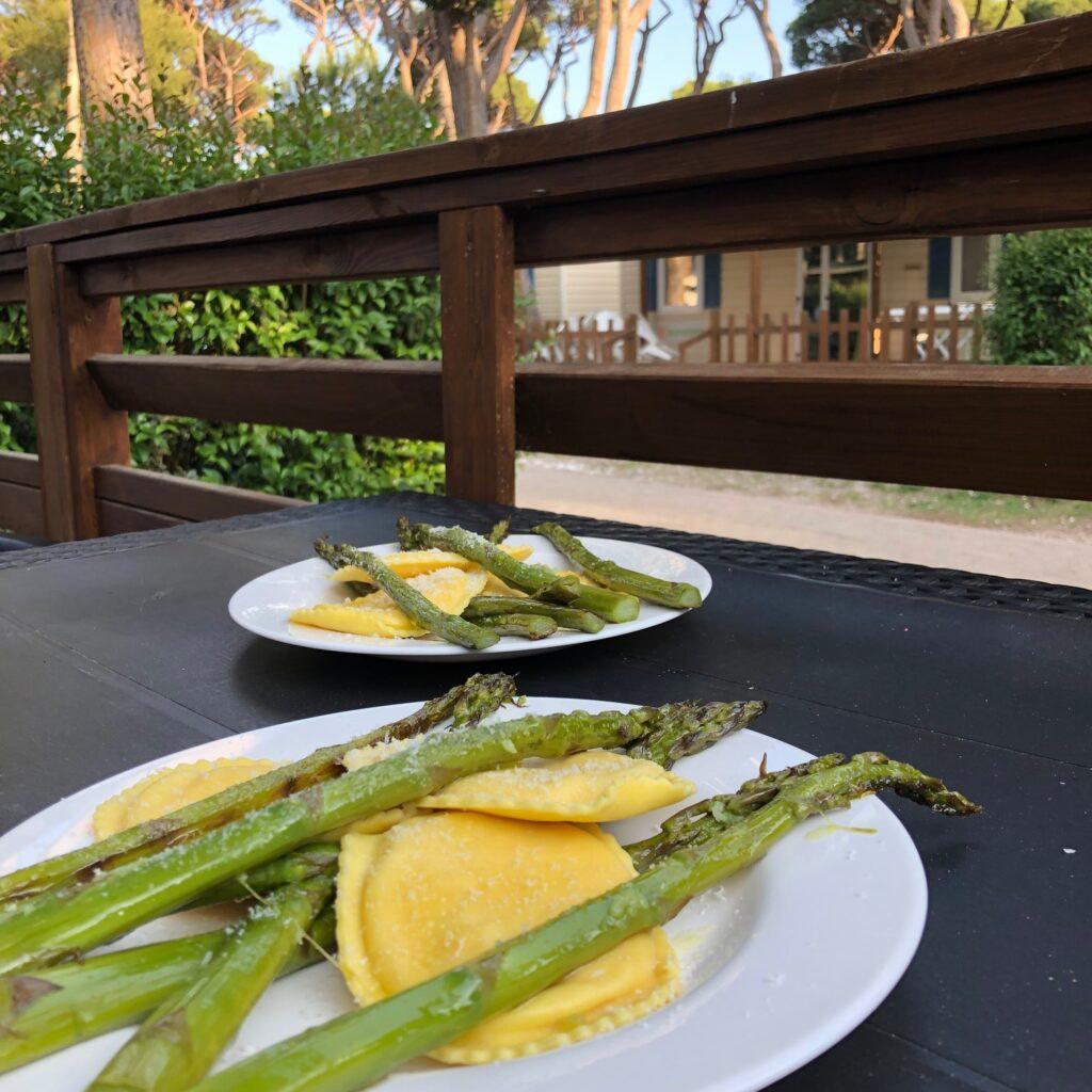 Ravioli met krab en groene asperges van de Pasta King in Livorno - eten en drinken in Toscane tips - Foodblog Foodinista
