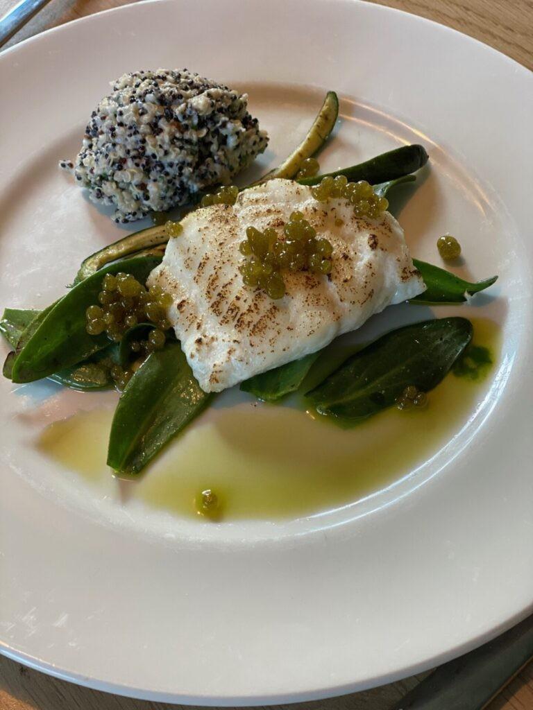 Gestoomde kabeljauw op groene groente met rucola parels en lamsoren - Dinerbox van Drommedaar in Emmen