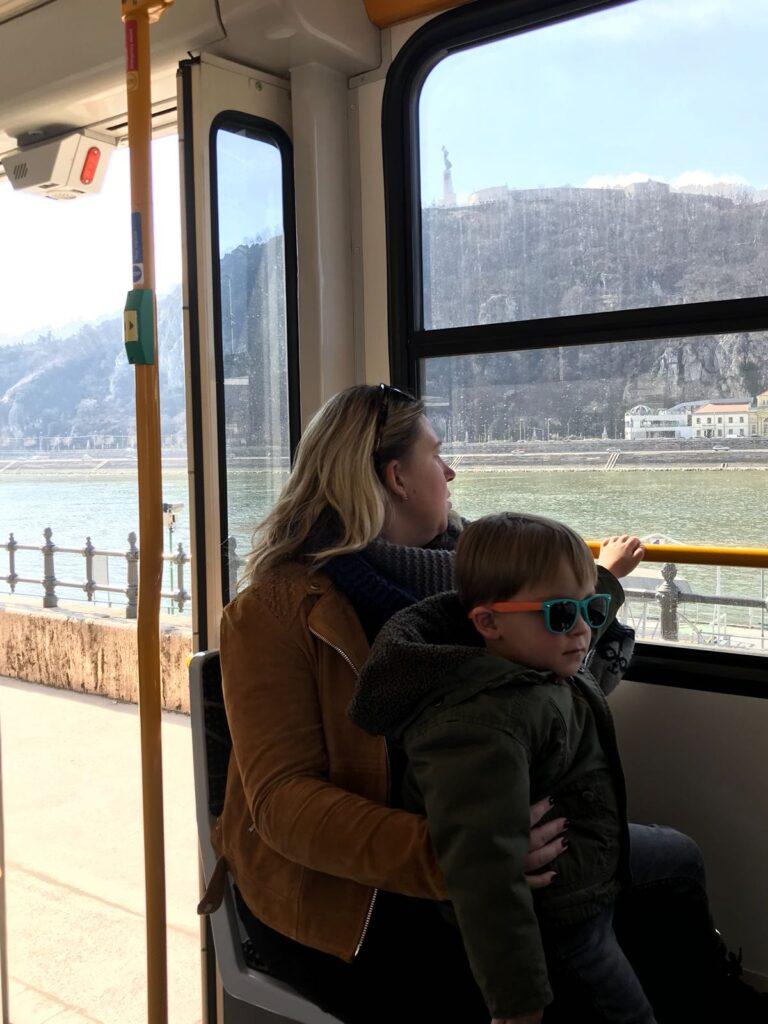 Tramrit langs de Donau in Boedapest
