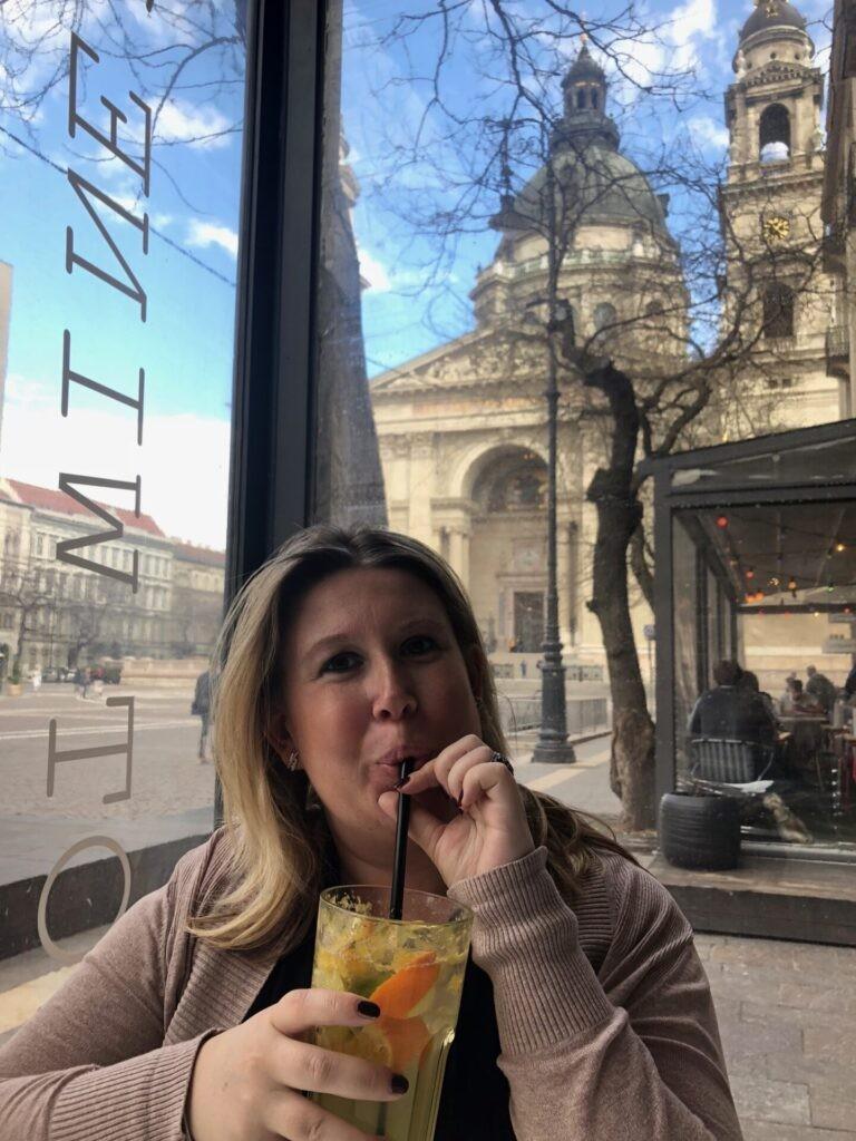 Brunchen bij de kathedraal in Boedapest