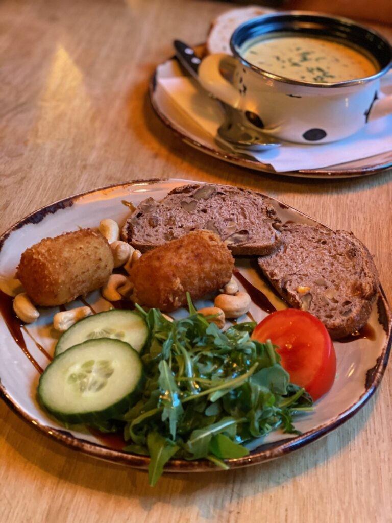 Limburgerse kaaskroketjes en kaassoep bij Pieke Potloed - Restaurant tips in Maastricht