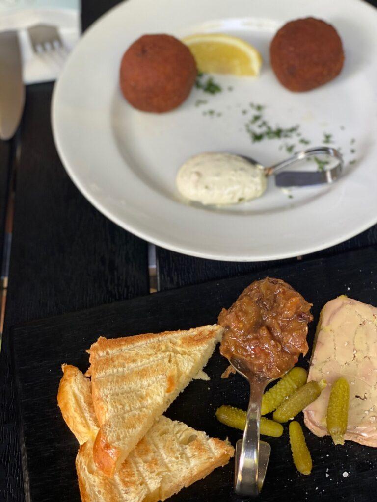 Bourgondisch genieten Maastricht - Eten bij Café Sjiek - Fois gras en huisgemaakte kroketjes