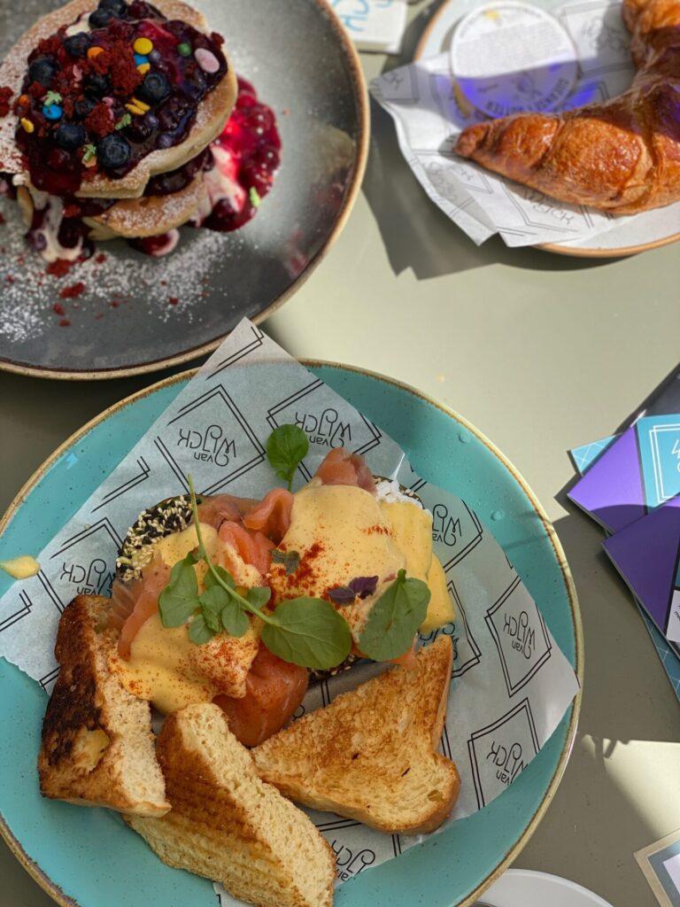 All Day Breakfast in Maastricht bij Puur van Wijck - American Pancakes en Eggs Benedict - Restaurant tips in Maastricht van Foodinista