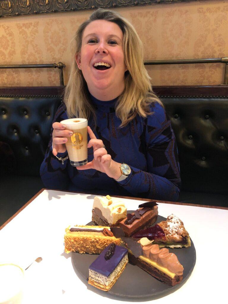 Koffie en taart in Boedapest - Koffie Gerloczy in Boedapest - 20 tips in Boedapest van Foodinista